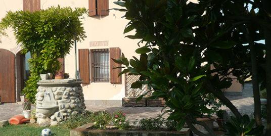 Budrio Ad.ze Villa in corte colonica in vendita