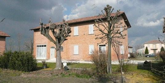 Corte colonica con terreno agricolo in vendita a Budrio