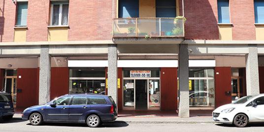 Negozio / Supermercato in vendita a Bologna Via Sardegna