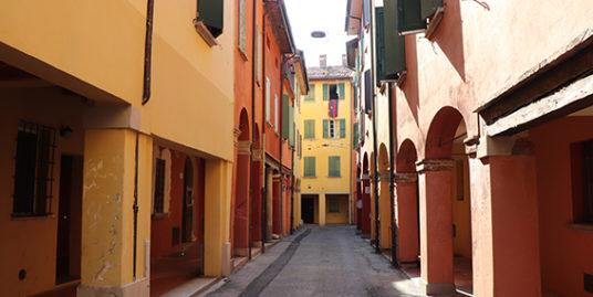 Appartamento in buone condizioni in vendita via Mirasole a Bologna