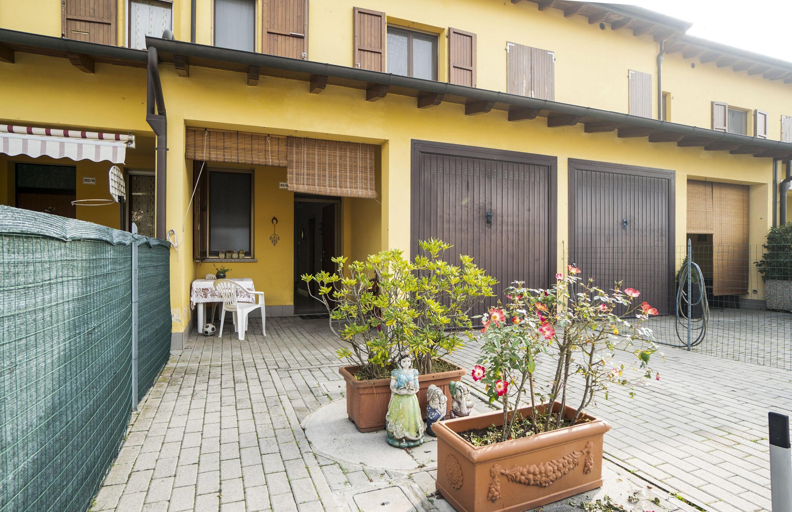 Villetta a schiera con giardino privato.