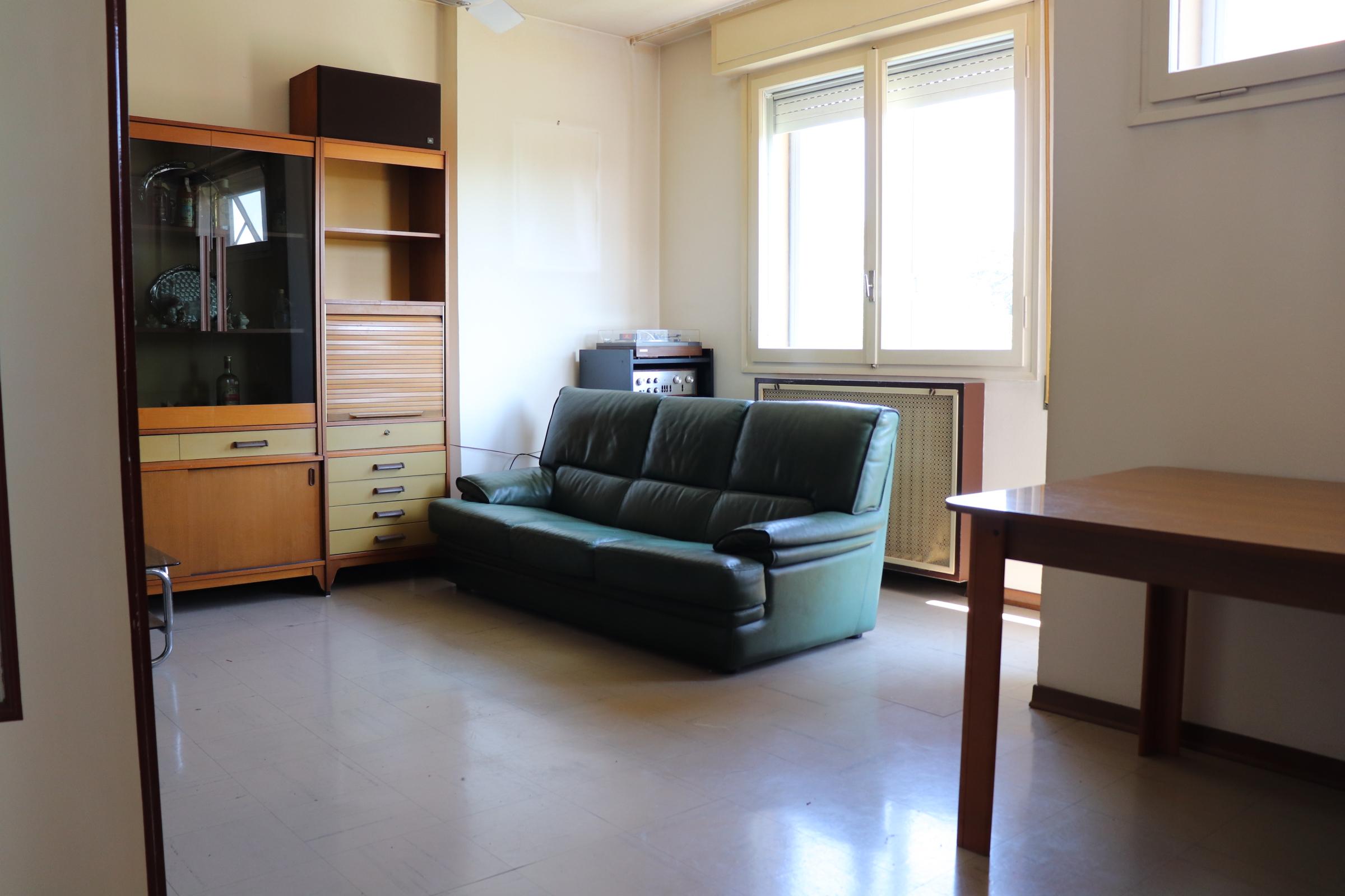 Appartamento con due camere da ristrutturare in vendita a Budrio